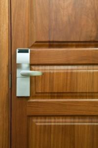 деревянная дверь для дома